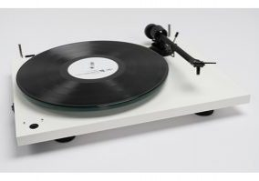 Pro-Ject Reviews_0005_Layer 1